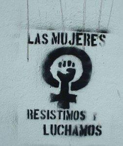 52337_mujerpintadalucha